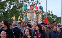 la processione di sant efisio verso la maddalena spiaggia