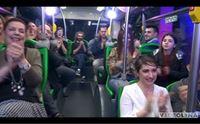il pubblico fortunato sul bus de i lapola