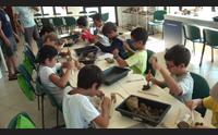 a genoni ragazzi pazzi per i fossili con i campi da paleontologi