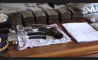 cagliari in casa 8 chili di hashish e una pistola arrestato