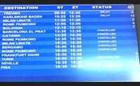 maltempo e sciopero disagi in aeroporto a elmas ritardi e cancellazioni