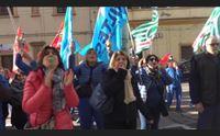 cagliari protestano i lavoratori delle lavanderie industriali