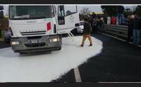 guerra del latte legacoop soldi alle filiere per garantire i pastori