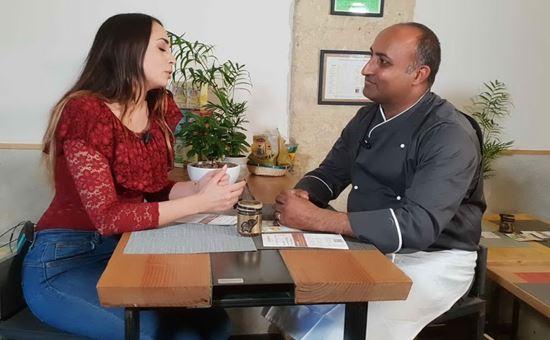 veronica fadda e sandeep singh proprietario del ristorante di cucina indiana