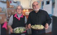 gianluca e la signora patrizia con le due specialit iglesienti appena preparate