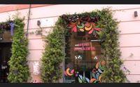 cagliari in via sulis addobbi e fiori colorati per la settimana santa