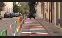 olbia via nanni strada scolastica gli studenti giocano in carrera