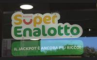 cagliari tutti in ricevitoria alla caccia del jackpot milionario