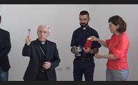 oristano l arcivescovo lascia arricchito dal contatto con la gente