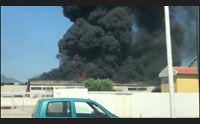 tortol a fuoco un capannone di materiali edili danni ingenti