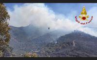 resta l allerta incendi nell isola a torp case evacuate per precauzione