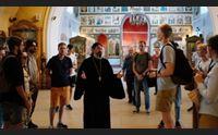 la storia di padre guaita il pope sardo che ha aperto le porte della sua chiesa