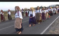 cabras la processione delle scalze festa per san salvatore