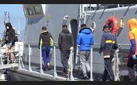 sulcis controllo migranti il pattugliamento in mare della guardia di finanza