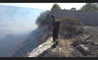uri inferno di fuoco enorme rogo visibile a chilometri di distanza
