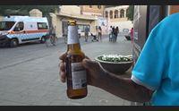 alghero il sindaco no alle bottiglie di vetro in strada scatta la multa