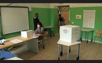 sardi al voto referendum e supplettive a sassari seggio chiuso per covid