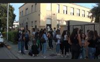 scuola ripresa in salita tra scioperi e primi stop per il virus