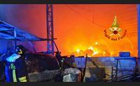 villaurbana fiamme in una azienda agricola morti 80 capi di bestiame
