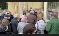 cagliari anziani in fila per i vaccini avvio caotico poi criticit risolte